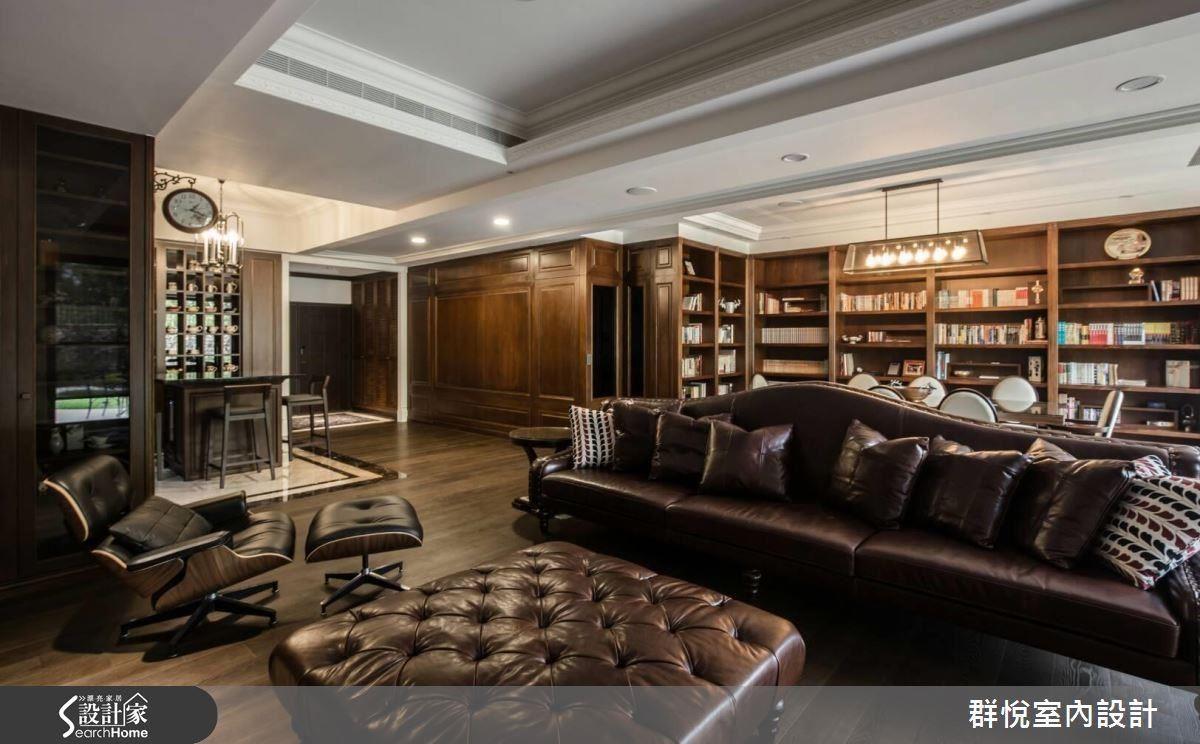 地下一樓是公領域空間,開放的空間考量屋主的動線和生活習慣,以家具規劃出不同區域,但不脫離風格主題,設計師認為這是最困難的部分。