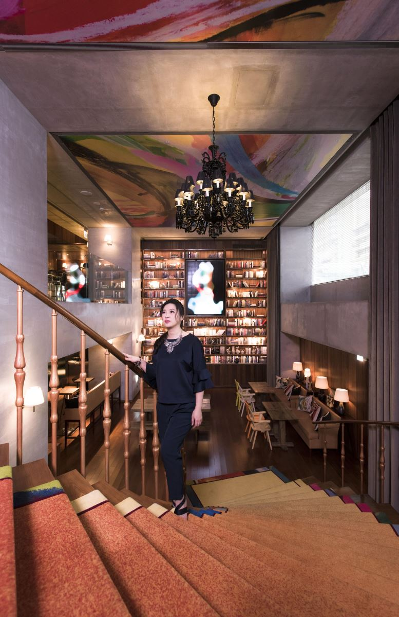 昇煬設計林貝珍設計師與設計家,一同拜訪大師 Philippe Starck 操刀設計的 S Hotel。(攝影:沈仲達)