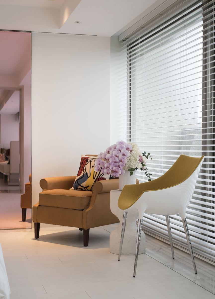 房間內選用 Cassina 的原創設計 Passion 單椅作為視覺焦點。(攝影:沈仲達)