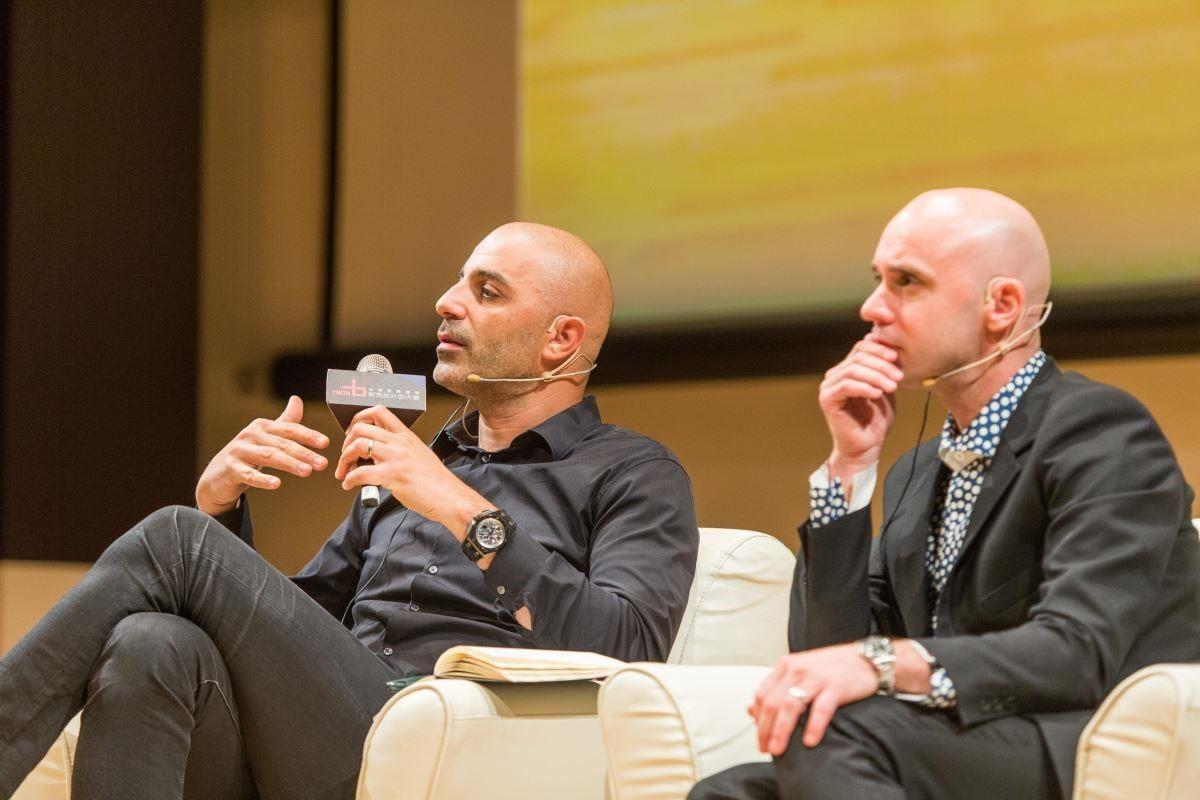 紐約設計鬼才 Dror Benshetrit (左),和斯德哥爾摩全方位設計大師 Marten Claesson (右),與現場設計師交流。