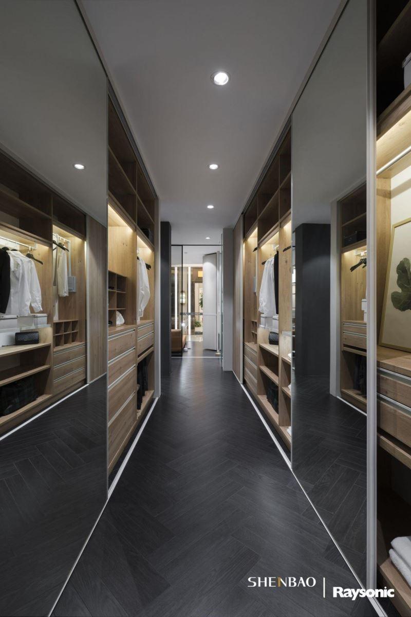 對於衣櫃收納的種種需求細節,伸保的專業性,絕對能滿足。(圖片來源:伸保上海 – 宜山店)