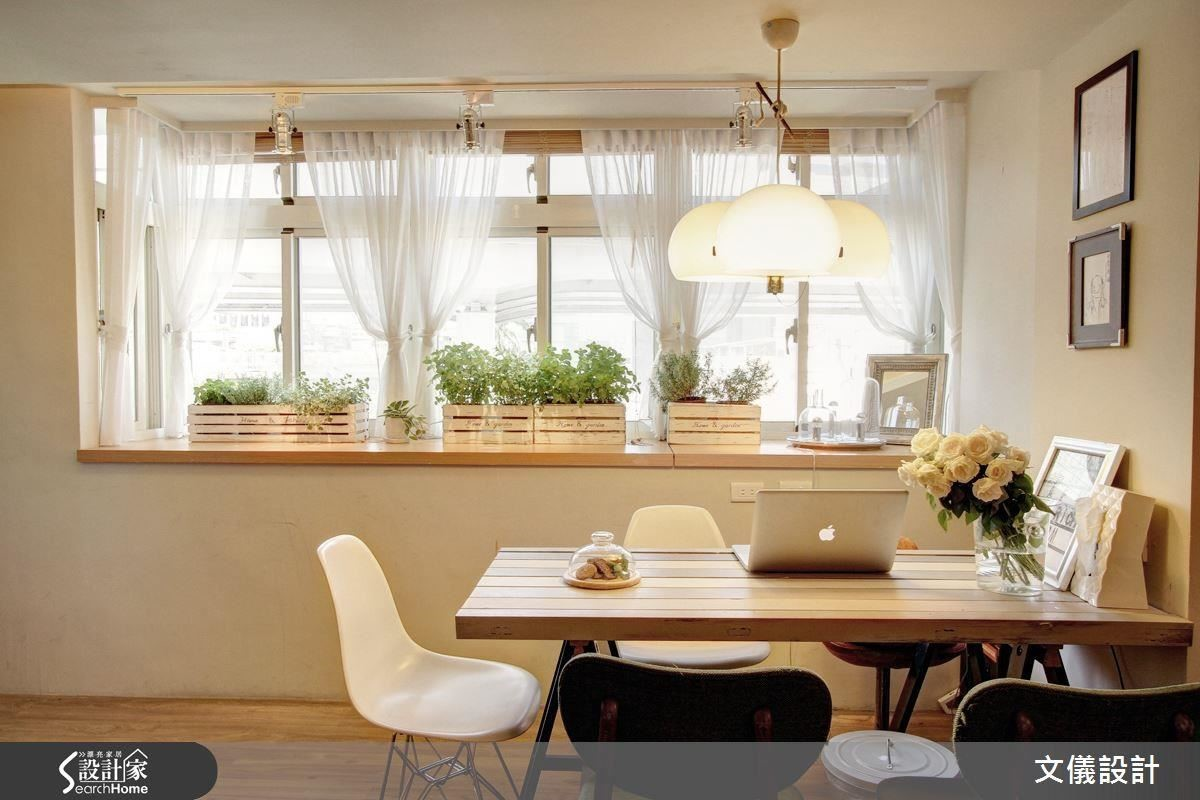 換上透光的紗質窗簾,立刻就很有浪漫的法式氣息。
