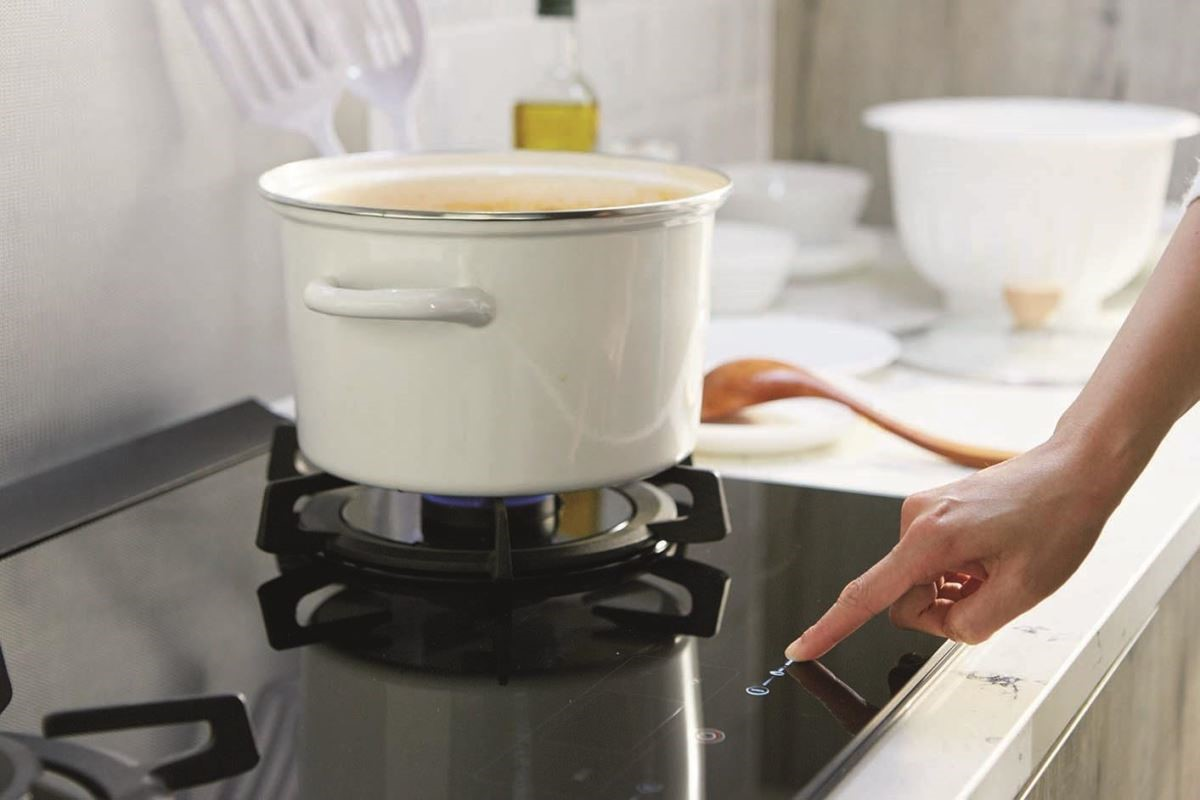 智能瓦斯爐的設計,不僅以觸控式調節火侯,還提供智能控火,防乾燒、過溫關火的安全裝置。