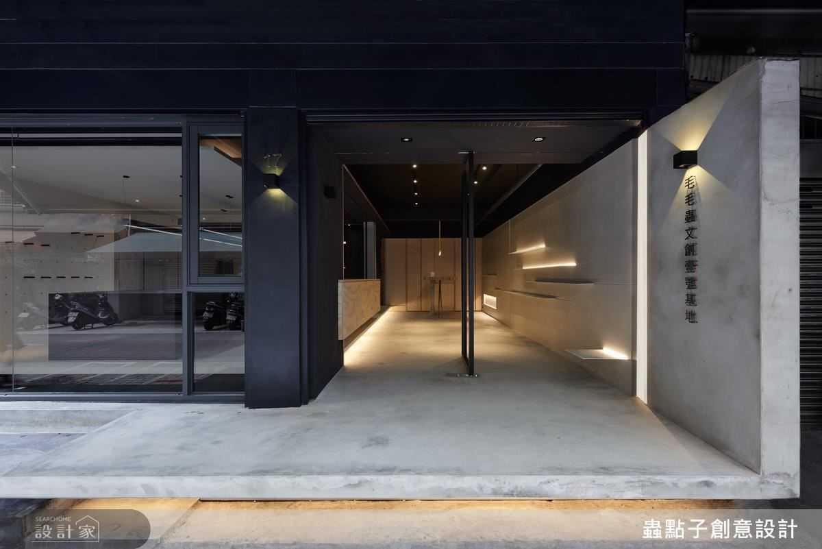 26 坪的老屋,經由設計師巧手改造,不僅成為設計師的插畫辦公室,還能成為展演場所。