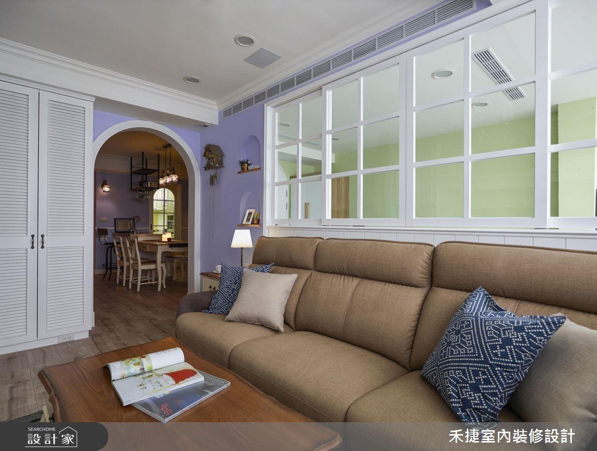 巧妙運用玻璃隔間和圓形拱門串連開放公領域,佐以清爽淡雅的淺色調,是維持廳區開闊通透的秘訣。