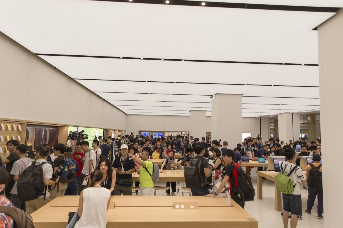 Apple台灣第一家直營店於台北101正式開幕。