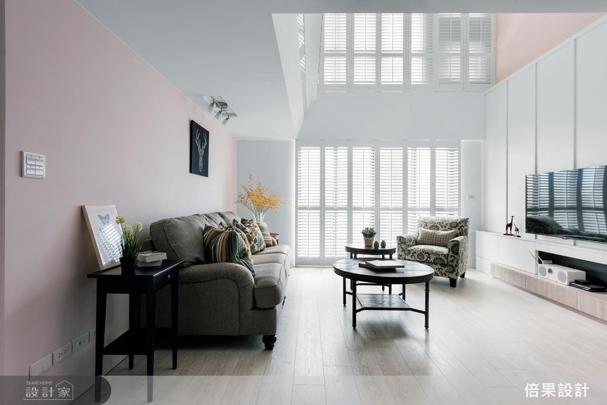 溫潤明亮的白色、杏色調空間,搭配木作窗櫺與家具,沒有過多裝飾性語彙,營造出純淨無壓的舒心居住氛圍。
