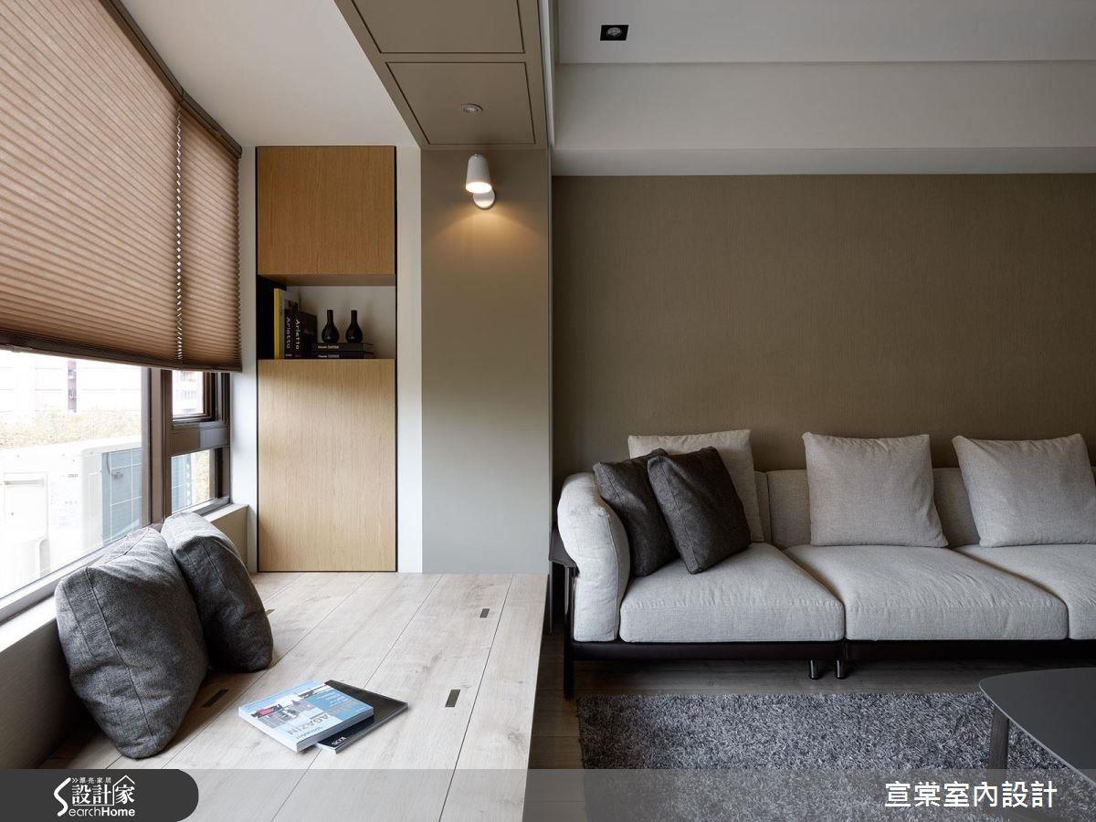 在客廳延伸出臥榻,涵蓋休閒閱讀、收納、款待客人等多元的功能性, CP 值非常高。