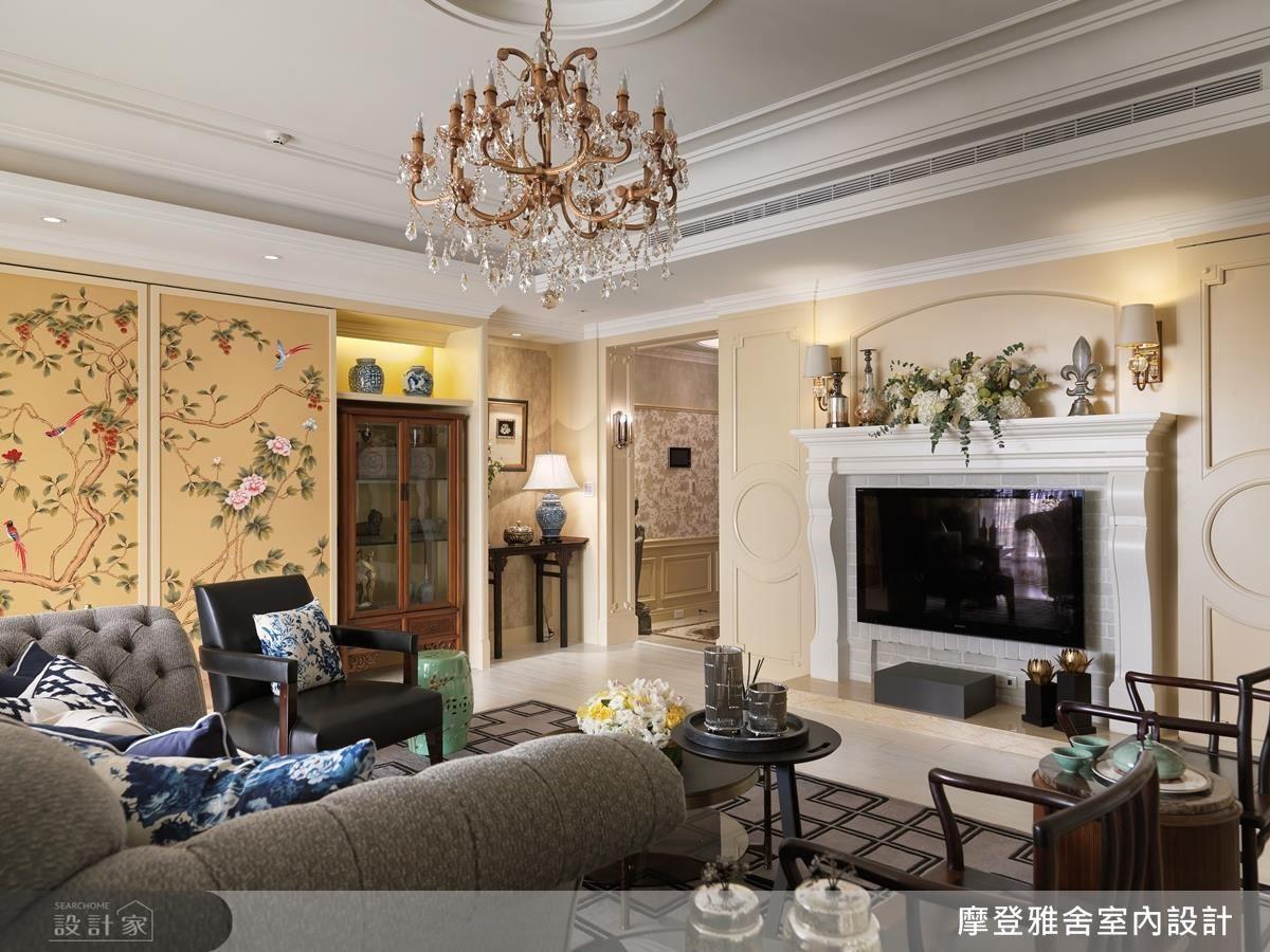 淡黃色粉刷牆面,搭配微量金色妝點,帶出古樸風。
