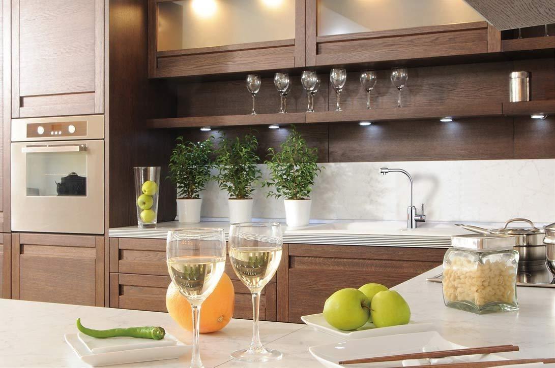 熱飲機搭配不鏽鋼龍頭熱水管中管設計,安裝在廚房洗手台,方便隨時想使用的需求。