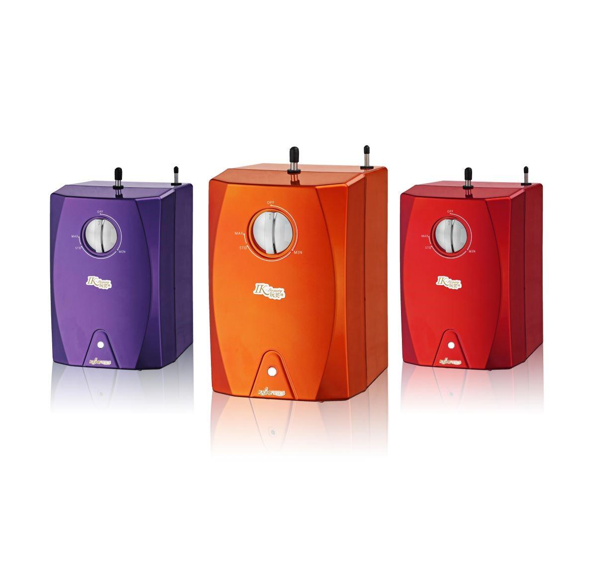櫥下型熱飲機 IK-Beauty 提供繽紛亮眼的紫、橘、紅三色,以時尚身型實踐美學生活。