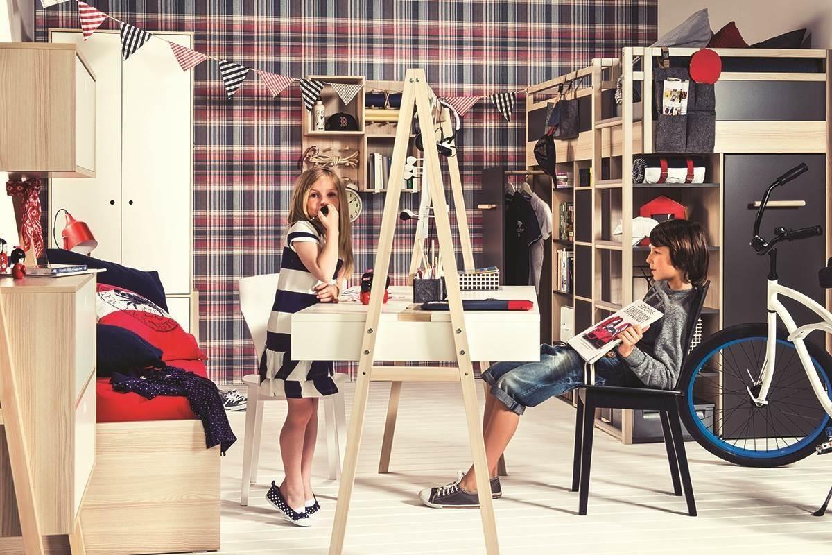 SPOT 系列成長型雙面書桌,可為一人或兩人使用,桌面三段高度可調設計,滿足從孩童遊戲桌到成人工作桌的階段需求,中性的外型設計男女皆愛,讓適用的消費群更為廣泛。
