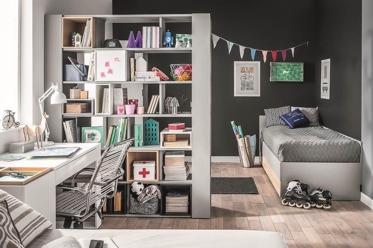 4 YOU系列雙面書櫃的設計,可利用收納櫃方式取代隔間牆,將書桌與床鋪睡眠區劃分開來。