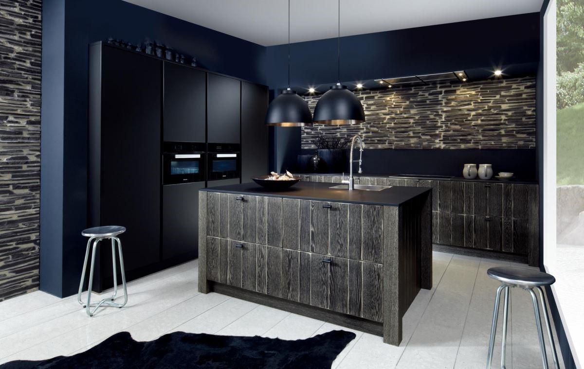 不同材質的黑,創造出豐富的空間層次。品牌:德國 Schröder 施羅德廚具