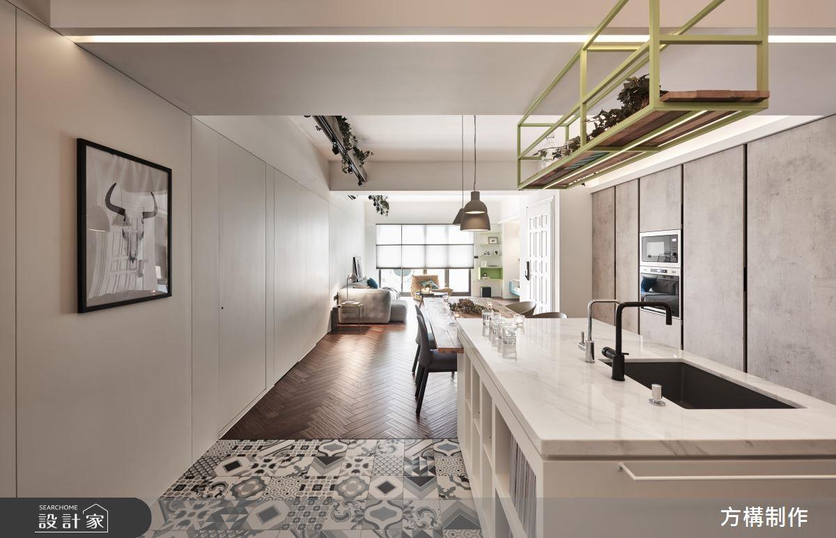 除了色調與形狀,鋪在廚房地面的花磚應該要更注意的是硬度與止滑度,維持烹飪安全。