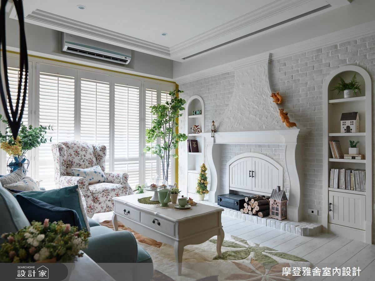 明亮的白色系為空間基底,搭配磚瓦堆砌而成的古典歐風壁爐,彷彿將童話場景刻劃在生活中。