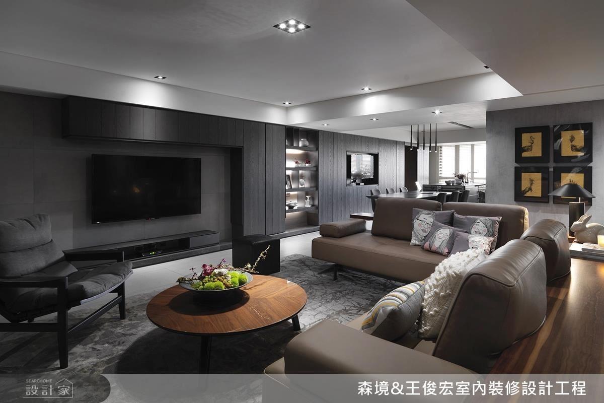 特立獨行的藝術風格,也不忘運用在沙發抱枕上,令人不禁會心一笑,在一片灰階沉穩的色彩空間中,流瀉出暖暖的居家溫度。