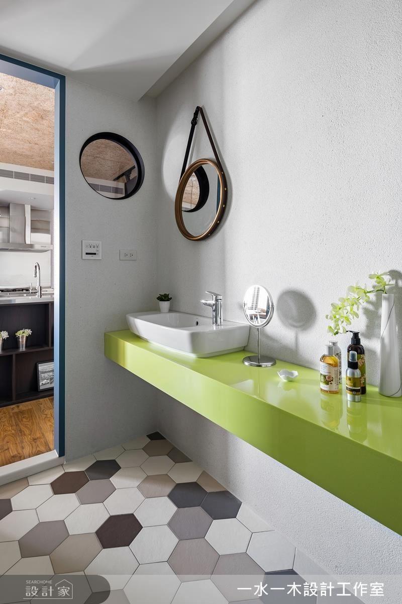 可愛圓窗引入明亮採光,搭配繽紛檯面與花磚,帶來輕鬆活潑的氛圍。