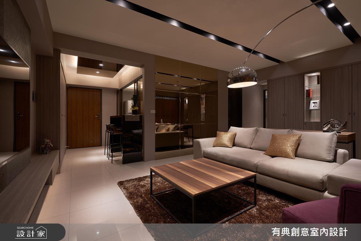 飯店風居家的重點在於,利用鏡面、沉穩的冷色家具與軟件以及石材及金屬燈飾營造平衡大器的居家氛圍。