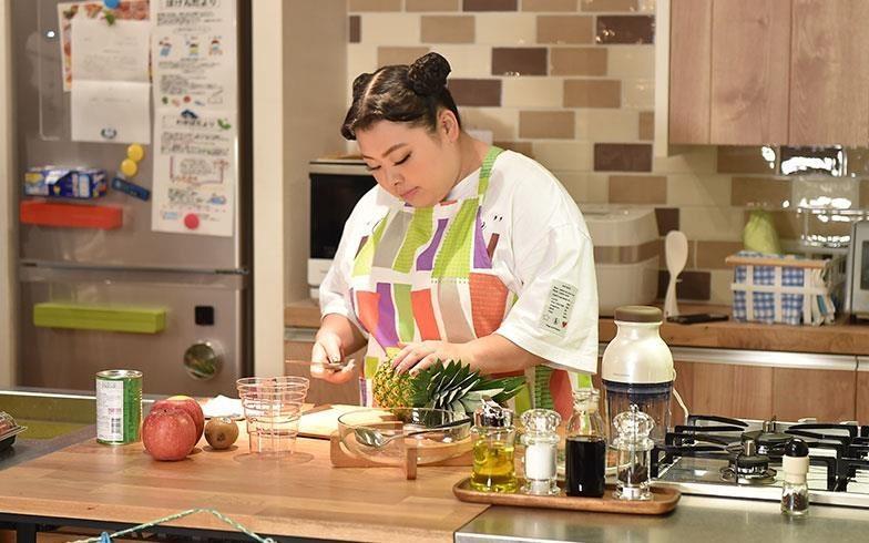 日本料理較少大火熱炒的習慣,比較沒有油煙,因此在很多日劇中都可以見到爐火面對餐廳的設計。圖片來源:suumo.jp