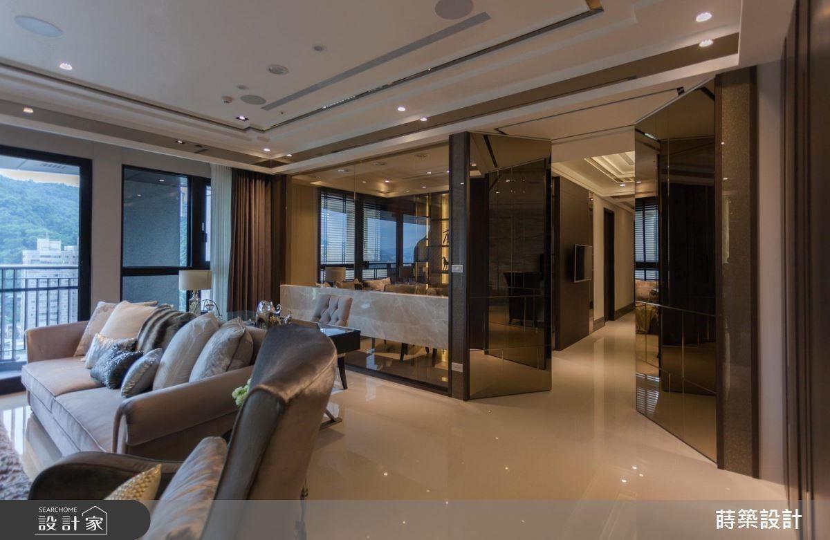 以茶玻作為書房與客廳的界定,為不同場域間增添互動交流。