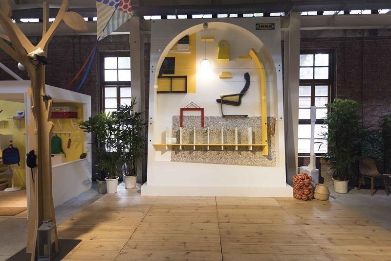 IKEA 打造一座超大彈珠台,只要將球彈入彈珠檯指定空格即可獲居家家生活好禮!圖片提供_IKEA