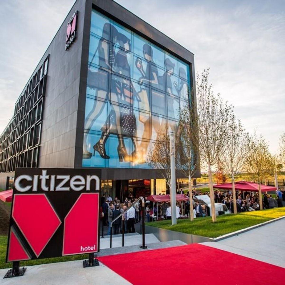 citizenM 巴黎戴高樂機場酒店外觀。圖片來源:citizenM hotels(@citizenm)• Instagram