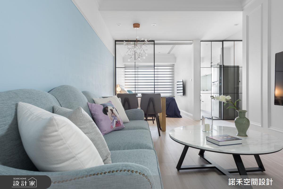 利用玻璃取代隔間牆,並善用油漆與簡約線板一舉創造美式風格特色,達到預算的目的。看完整採光設計 >> 點此看圖庫