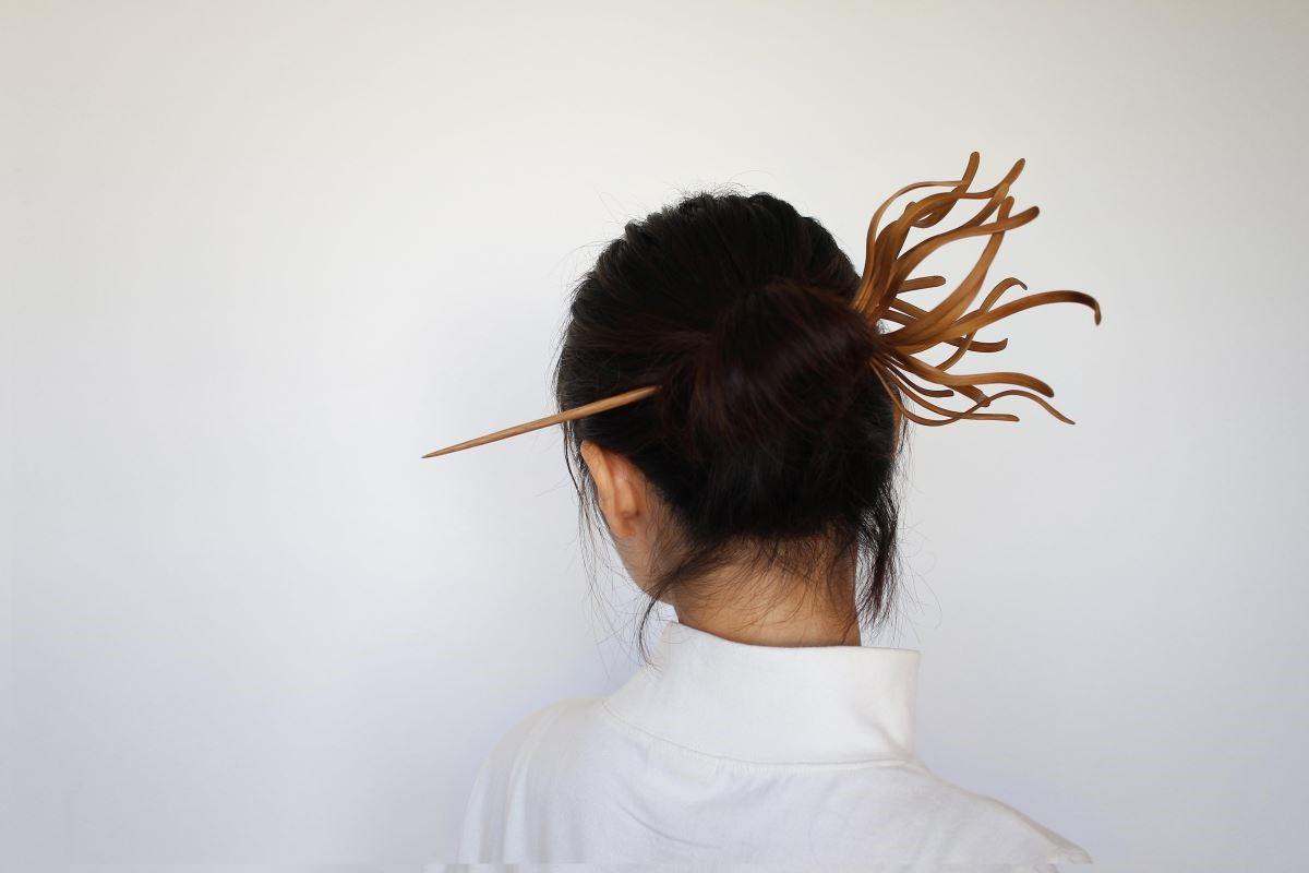 范承宗的髮飾作品,展現了竹的柔韌特質。