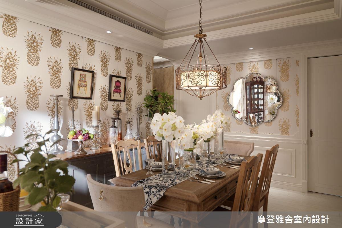 象徵「旺來」的鳳梨圖樣壁紙,金色的色彩帶來奢華富貴感。