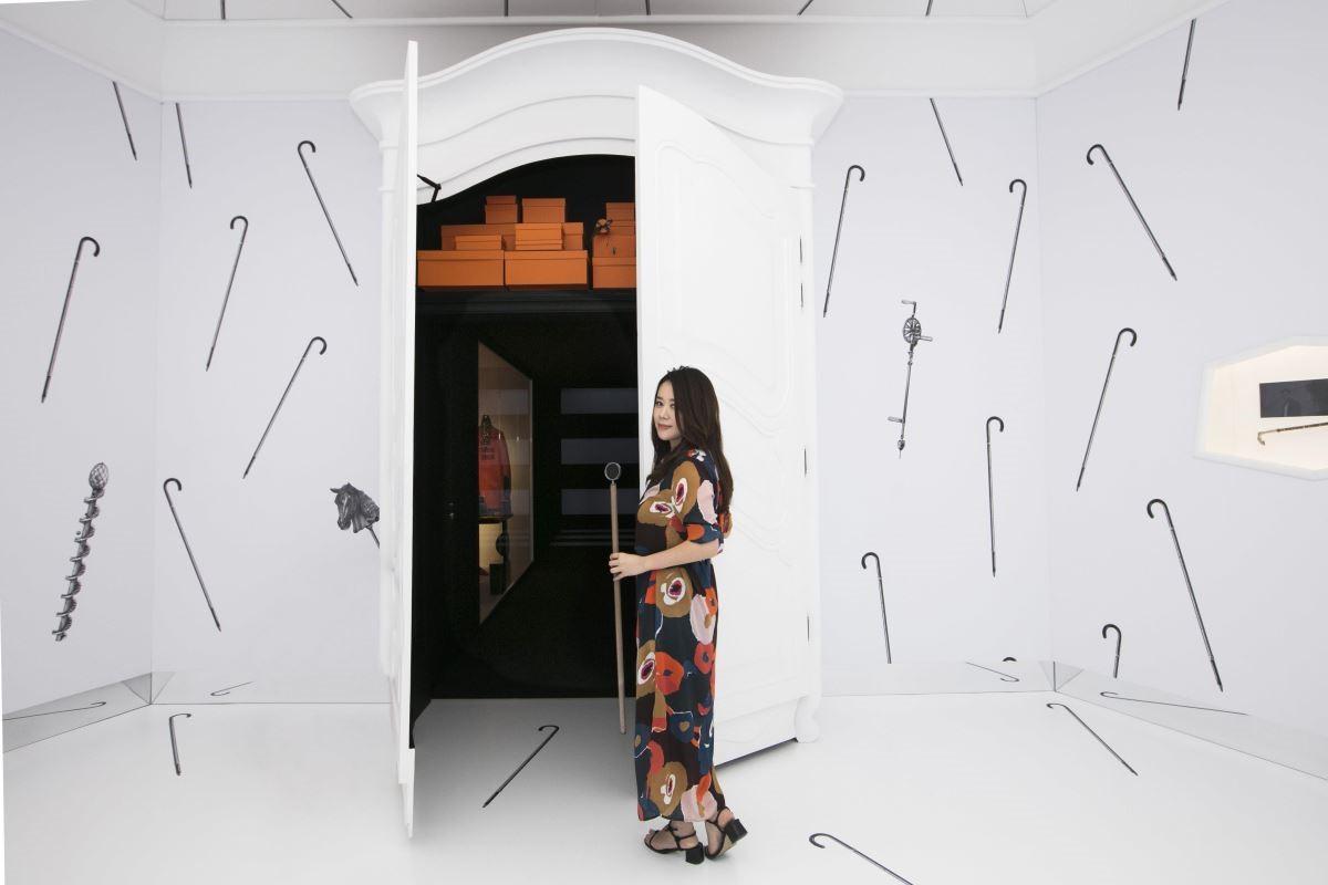 歡迎穿越衣櫥,後面即是富有愛馬仕精神的男女主人更衣室。(攝影_Mark Lee)