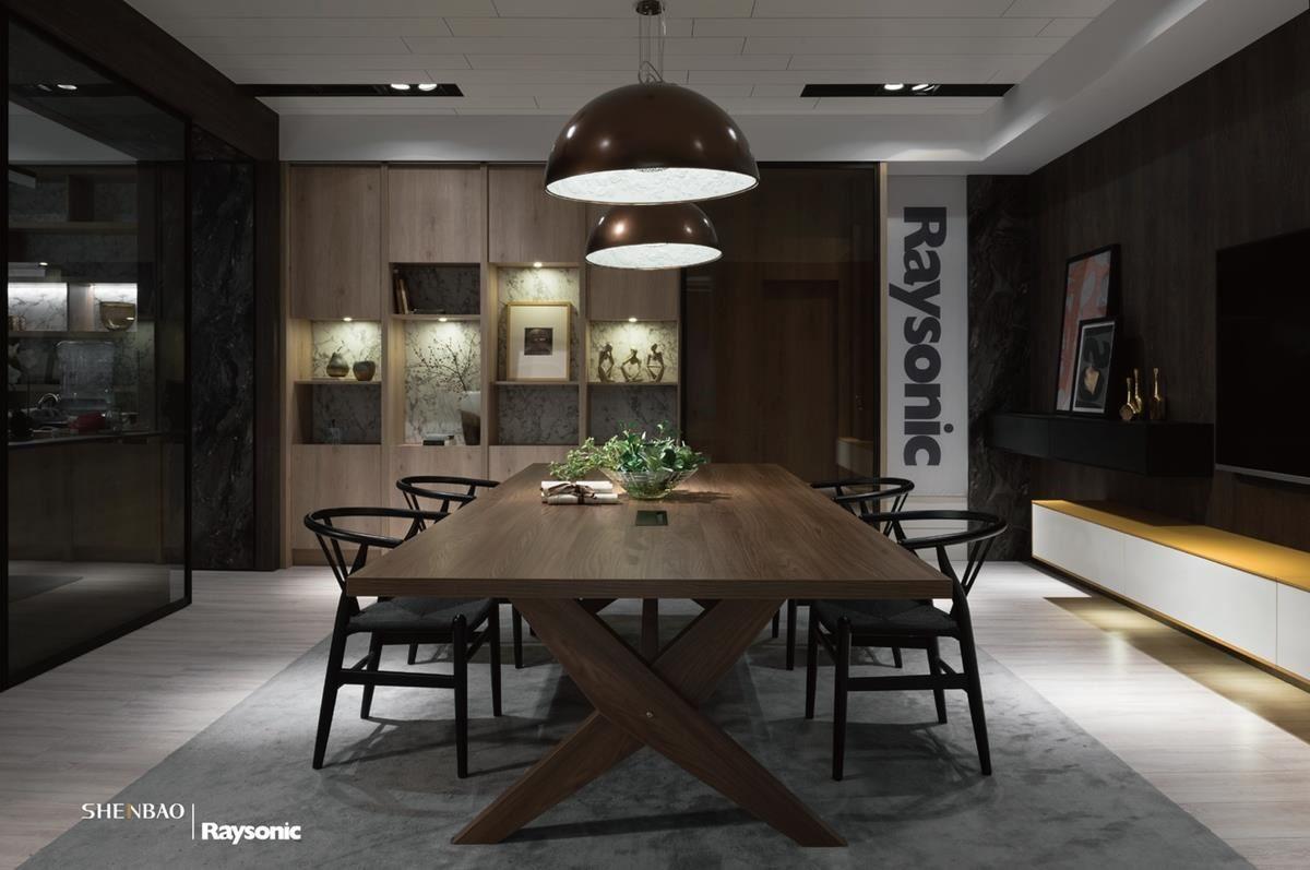 量身訂做一張宛如實木般的長餐桌,不僅是家人用餐的環境,還能成為平時工作與談天的私人領域。