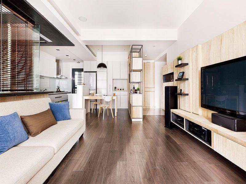 超耐磨地板除了最常見的木紋外,其實還有仿石材、仿磁磚等不同花紋,可提供各種空間風格做選擇。圖片提供_PartiDesign Studio
