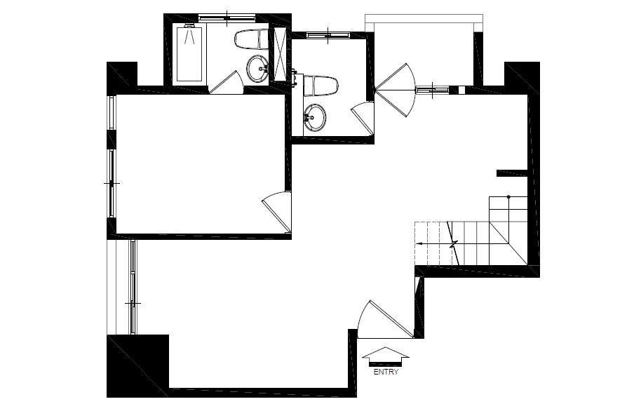 1 樓_BEFORE 平面圖:原本格局較為封閉,左方主要的採光面被臥室牆面阻擋,無法平均分布在空間中。