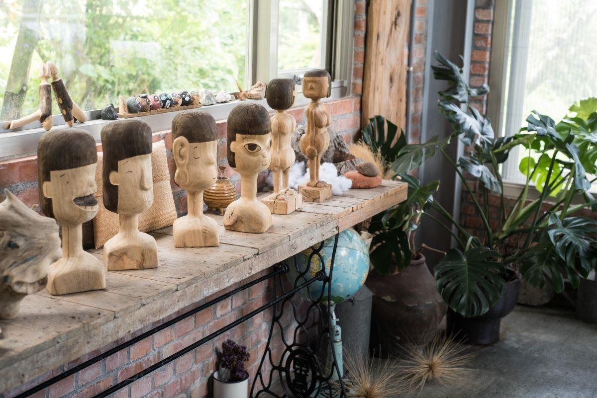 郭班創作的木雕作品。