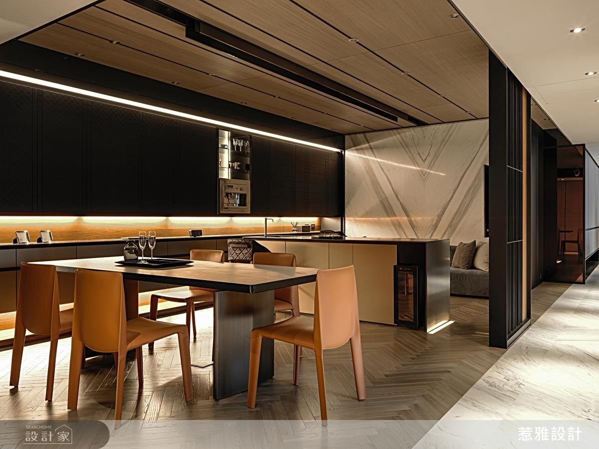 結合休憩區、吧台、餐桌的餐飲空間,在微醺的燈光氣氛下,宛如來到了私人高級酒吧。