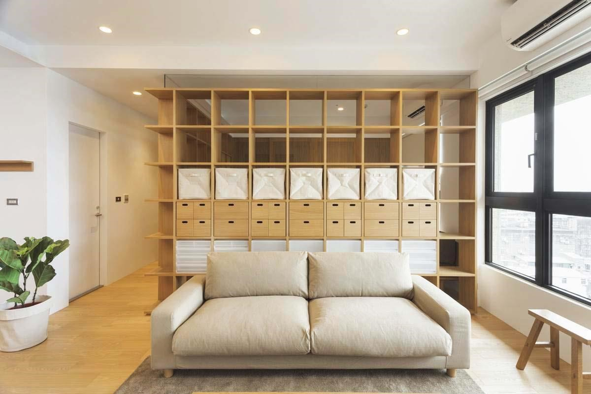 方格牆設計,同時滿足客廳與書房的需求,方格牆的穿透性,能替空間帶來視覺延伸。圖片提供_MUJI無印良品