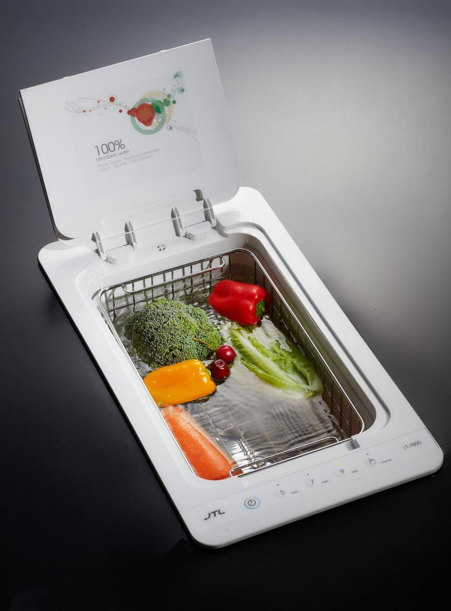 注重家人健康的柯以柔採用同系列蔬果清洗機,直接內建在人造石檯面,相當精巧。(圖片提供_喜特麗廚具)
