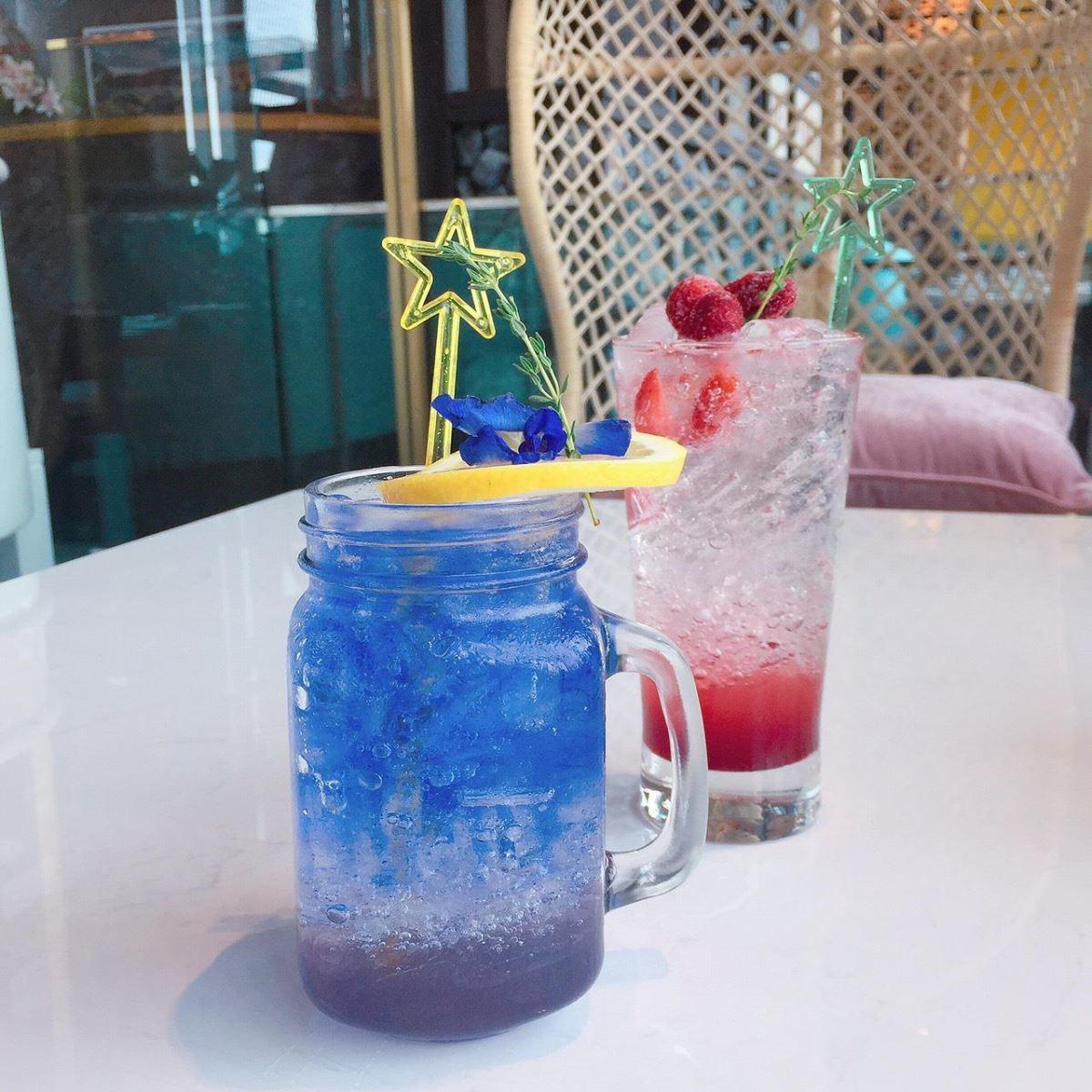 小編點的蝶豆花檸檬茶,顏色漂亮,好看也好喝。