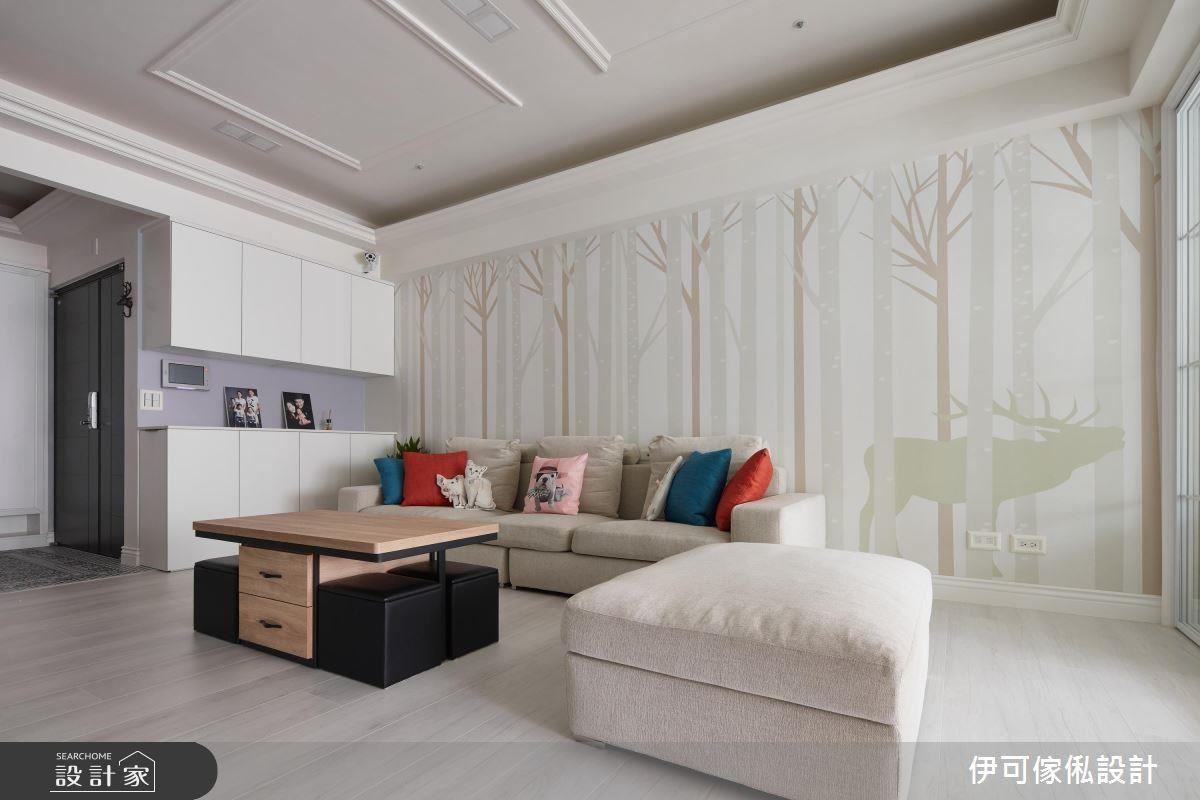 寬敞舒適的客廳,是一家人齊聚一堂的重要領域,運用活潑兼具北歐風的壁紙,使空間氛圍多了些童趣與溫馨。