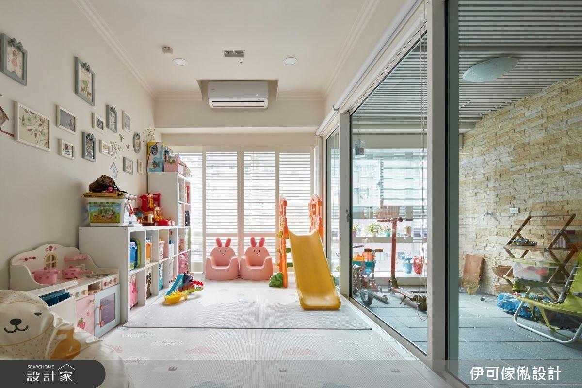 客廳場域緊連著的是孩子們的快樂天堂,同時結合多功能,讓空間的使用性無限延伸。