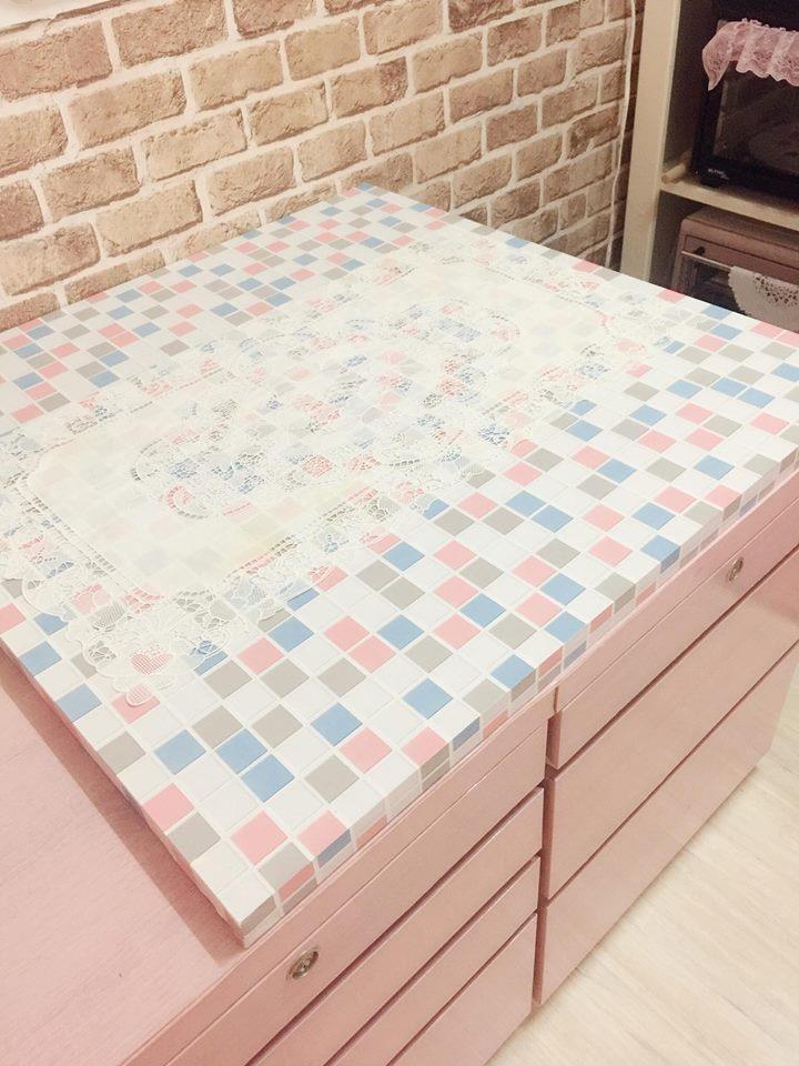 原本廢棄的桌板,自行改造後,變成屋主烘焙用的小中島檯面,重獲新生命。圖片提供_ Novia Suan