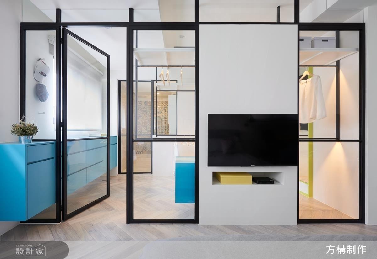 主臥與更衣室的相隔在一面玻璃之距離,利用玻璃製造空間層層堆疊的穿透視覺,期盼還能一眼望穿衛浴裡的花磚牆。