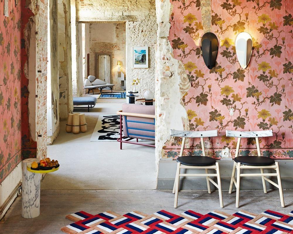 Ronin 椅子結合木頭與大理石兩種異材質,回歸樸質設計。
