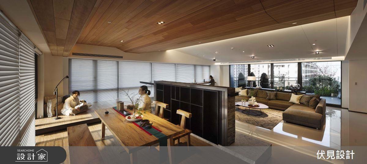 設計師讓空間不再獨自轉動,將泡茶區和休憩區連結,使人在這裡產生互動,再隨著休憩區窗邊延伸的椅櫃,緊連著吧檯,讓一連串不間斷相連,讓空間的互動性再一次昇華。