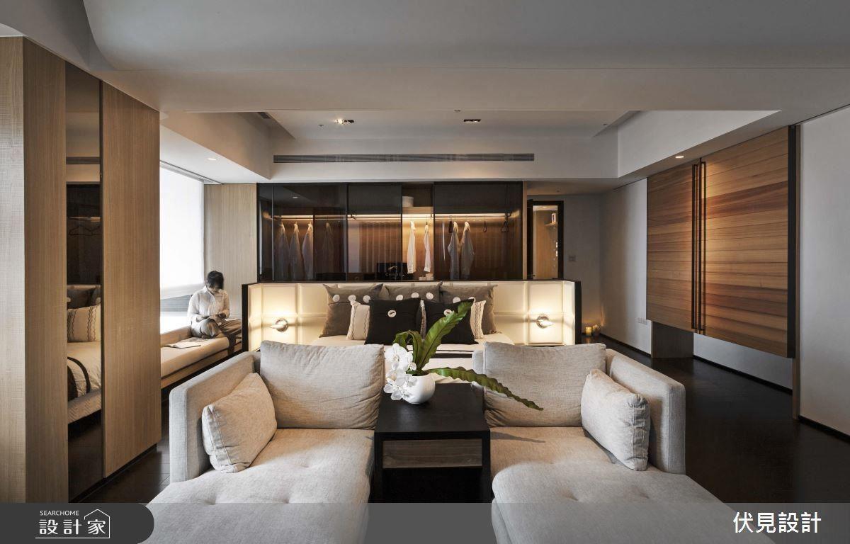 擁有得天獨厚美景的主臥,設計師將空間打開,讓戶外的視野直接影響空間宅邸,讓屋主在私領域也有心曠神怡般的享受。