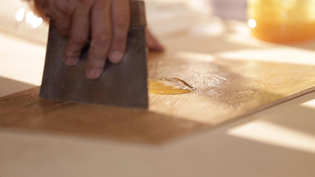 白膠與強力膠皆廣泛運用於木作裝潢。