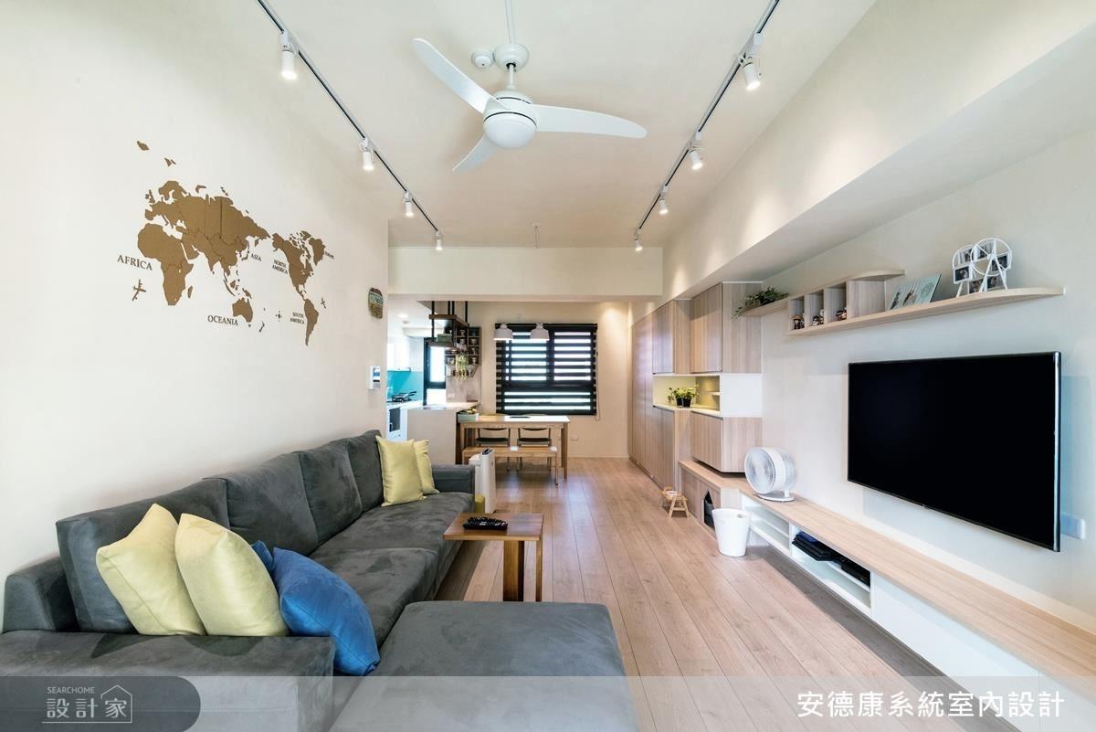 客廳牆面大量留白,以特製世界地圖圖塊的壓克力板,作為沙發背牆的焦點,此以設計質感的特色單品為主,為北歐風的一大特色。