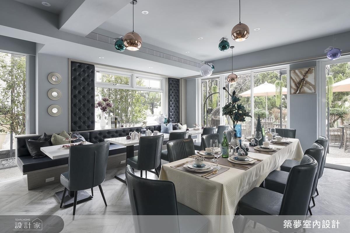一樓大面落地窗,引入戶外自然美景,開放式的餐廚空間,讓街坊鄰居、親朋好友歡聚一堂,完成屋主共享的心願。