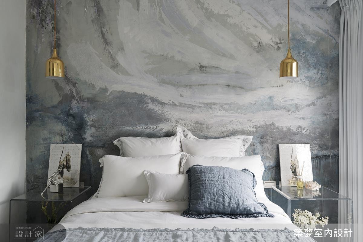 二樓希臘愛情海主題臥房,以手繪抽象藝術牆,勾勒愛琴海朦朧美景,象徵屋主年輕時的浪漫情懷。